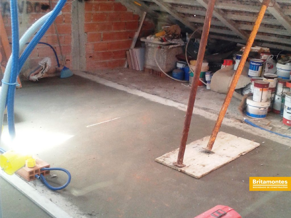 Britamontes | Obras no sótão